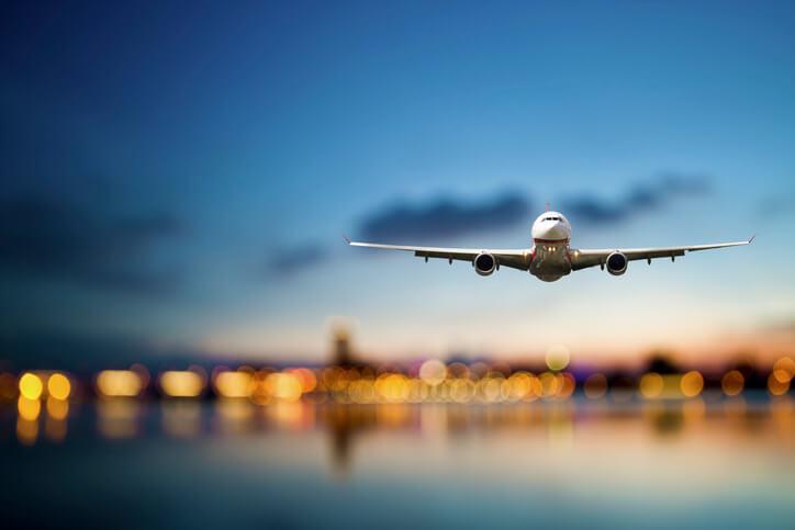Imagem de avião pousando
