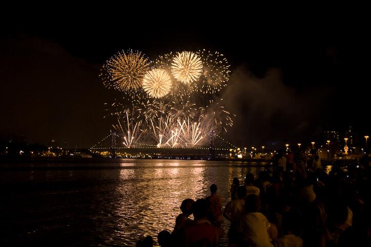 Imagem mostra queima de fogos no ano novo
