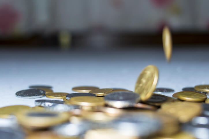 Imagem mostra moedas caindo