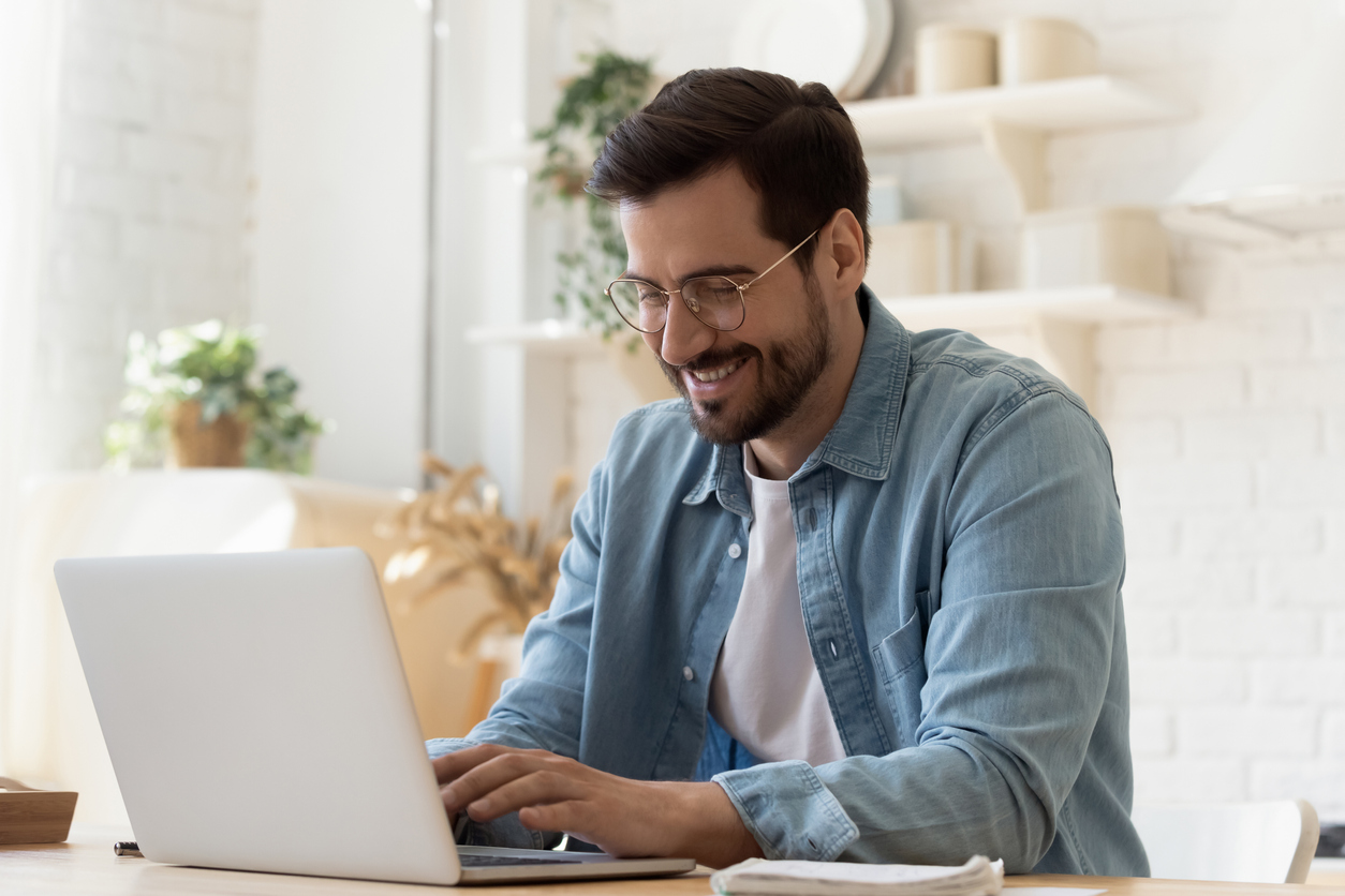 Conheça os principais sites que fazem parcerias com programas de milhas