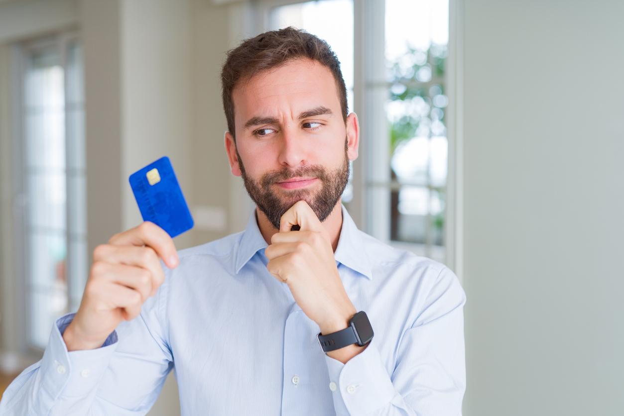 Cartão de débito: Veja porque você deve parar de usar agora mesmo